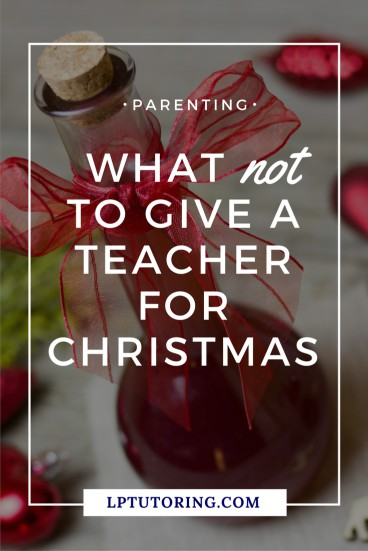 If you have no idea what to get your kiddo's teacher for Christmas, look no further. Find out which gifts to avoid and which ones teachers love! Click through to see them for yourself! | #teachergifts #teacherchristmasgifts